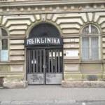 Vstup do budovy POLIKLINIKA